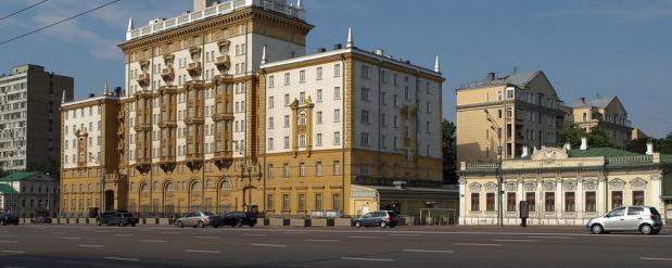В посольстве США в Москве покупают шторы за 2 млн долларов