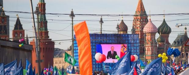 На митинге в честь годовщины присоединения Крыма в Москве Путин пел гимн
